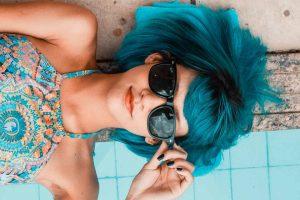 shampoobar frau mit blauen haaren